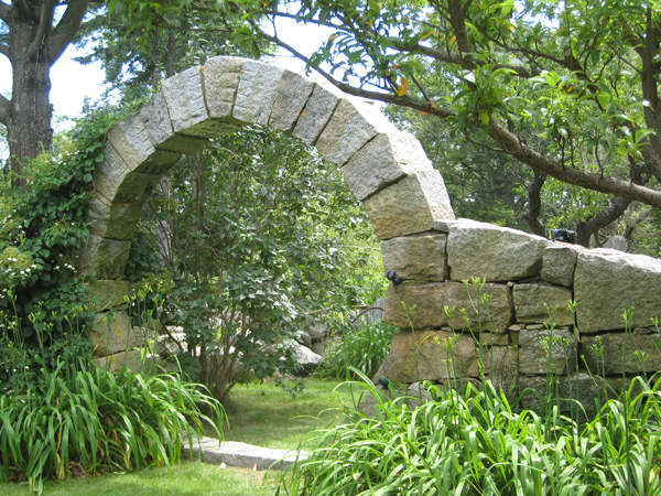 Stone wall sculpture